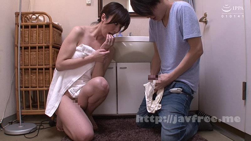 [HD][VENU-857] 「おばさんの下着で興奮するの?」脱ぎたてのパンティで甥っ子の精子を一滴残らず搾りとる叔母 澤村レイコ - image VENU-857-1 on https://javfree.me