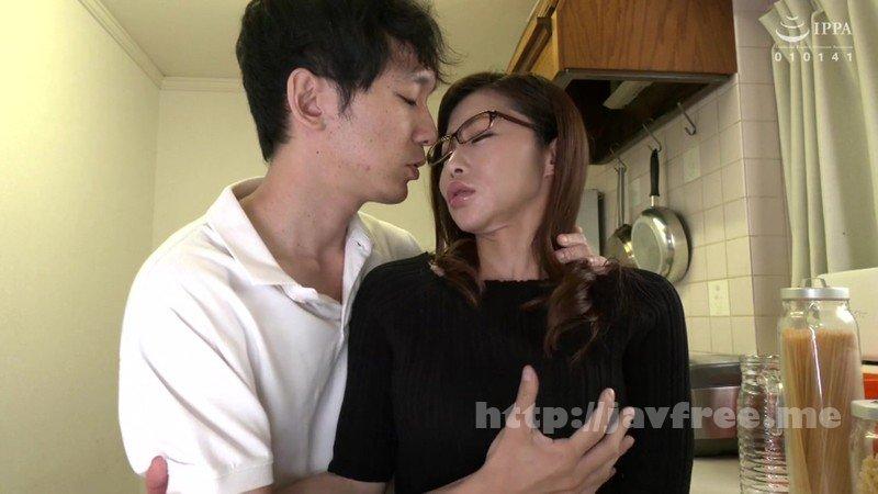 [HD][VENU-906] 父が出かけて2秒でセックスする母と息子 設楽アリサ