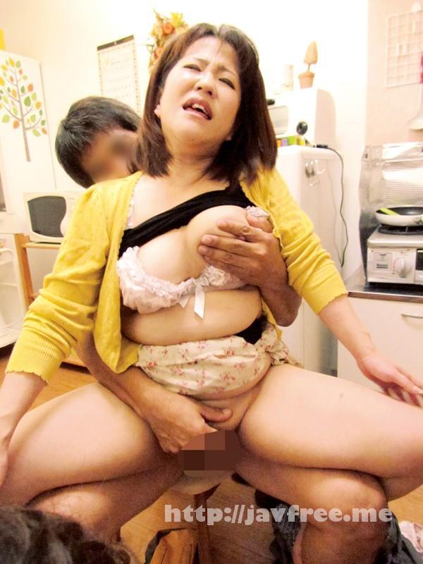 [VNDS 3077] 母さんがガテン系のお兄さんに駅弁セックスされてめっちゃ喜んでる!2 茅野舞 神田朋実 村瀬ゆり VNDS