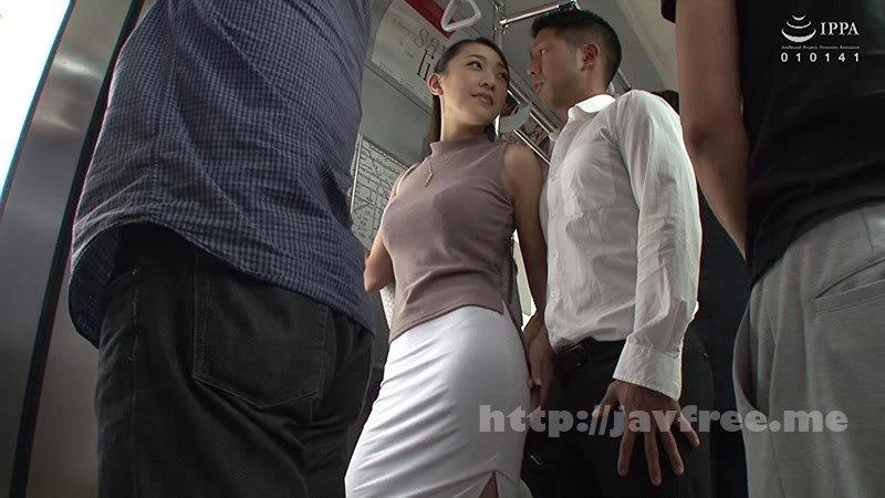 [HD][VOSS-081] 朝の満員電車で見かけ憧れていた奥さんが痴漢に遭遇していたが拒むどころかイキ淫れる痴漢OK妻だった!それ知った僕は痴漢行為初挑戦を決意して触ってみたら『震えてるわよ…緊張してるの?』と耳元で囁いてきた!真面目だけが取り柄だった僕はこの日から痴漢になった! 4
