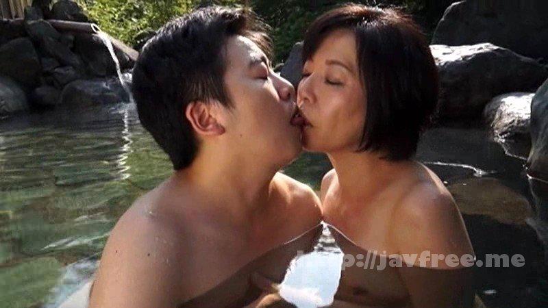 [VSED-102] お母さんと二人きりで行った温泉旅行で、久しぶりに見る母の裸体に興奮してしまい、ボクは絶対にしてはならない過ちを犯してしまった…3