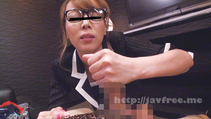[HD][YLWN-033] 某下着メーカーに存在する男性用ビキニを実演販売する営業レディ 4時間