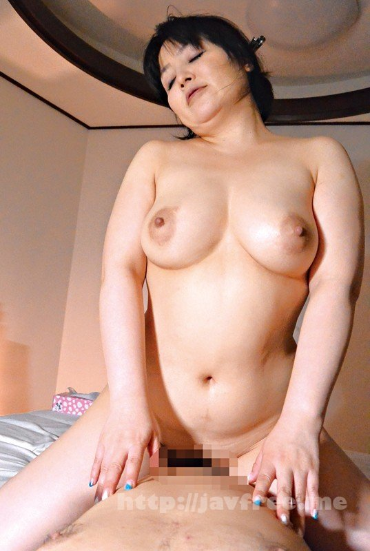 [HD][YLWN-101] 密かにオナねたにされている巨乳な母親に息子が勃起チ○ポを見せた結果… - image YLWN-101-6 on https://javfree.me