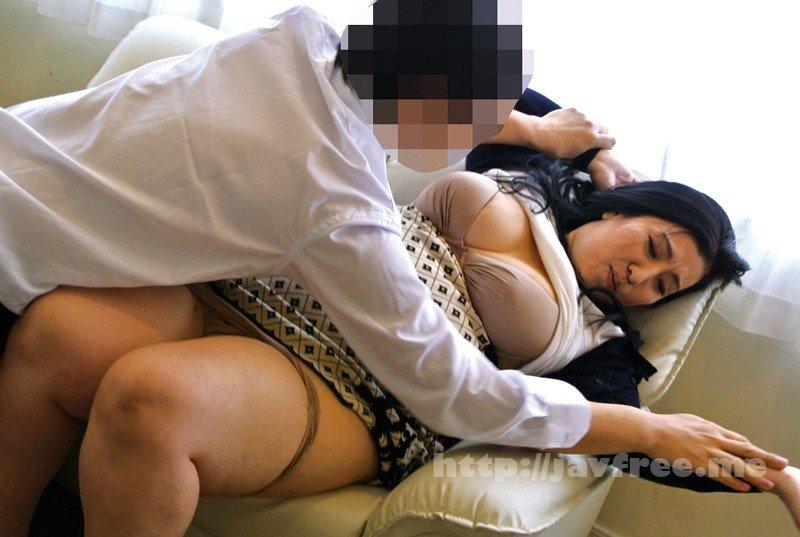 [HD][YLWN-101] 密かにオナねたにされている巨乳な母親に息子が勃起チ○ポを見せた結果… - image YLWN-101-7 on https://javfree.me