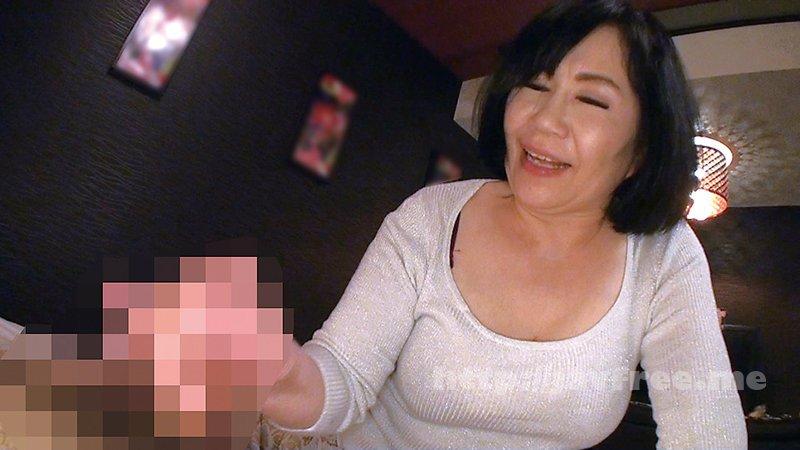 [YLWN-180] 本物素人熟女おばさんの生つば手コキ4時間 - image YLWN-180-16 on https://javfree.me
