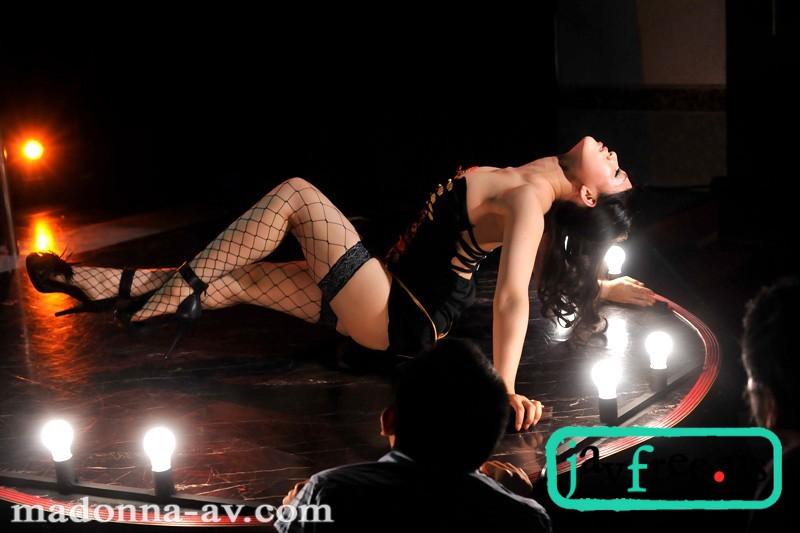 [JUC 665] ストリップ劇場で舞う若妻 ~ストリップ劇場で舞う母 番外編~ 水咲カレン 水咲カレン JUC