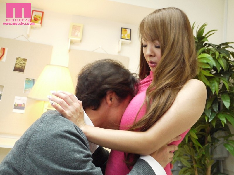 [MIDD 751] 無防備な乳房の誘惑 ~派遣社員はJカップ~ Hitomi 田中瞳 MIDD Hitomi