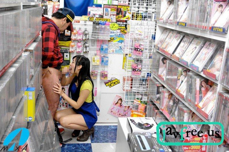 [XV-973] AVを見ようと思ったら店員が小倉奈々 - image xv973h on https://javfree.me